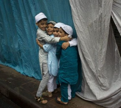 children-give-eid-hugs