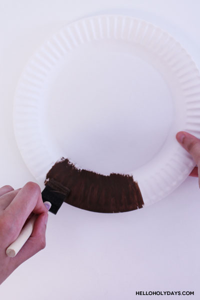 First step to make the Ramadan Drummer Paper Plate Craft by Hello Holy Days! Learn more about the fictional Ramadan Drummer on www.helloholydays.com