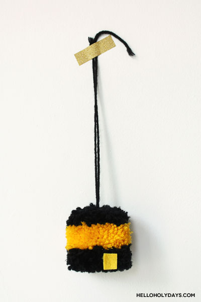 Pompom Kaaba craft tutorial by Hello Holy Days!