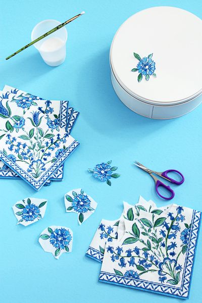 Ramadan Ideas: Cookie Tins Decoupage, featuring tulips and flowers, popular motifs in Turkish Islamic art - Hello Holy Days!