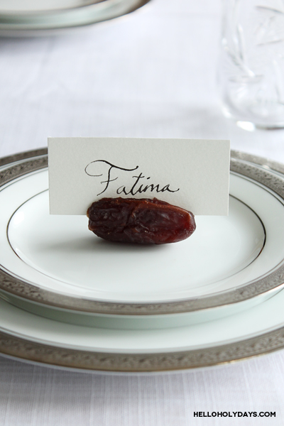 date-place-card-holder